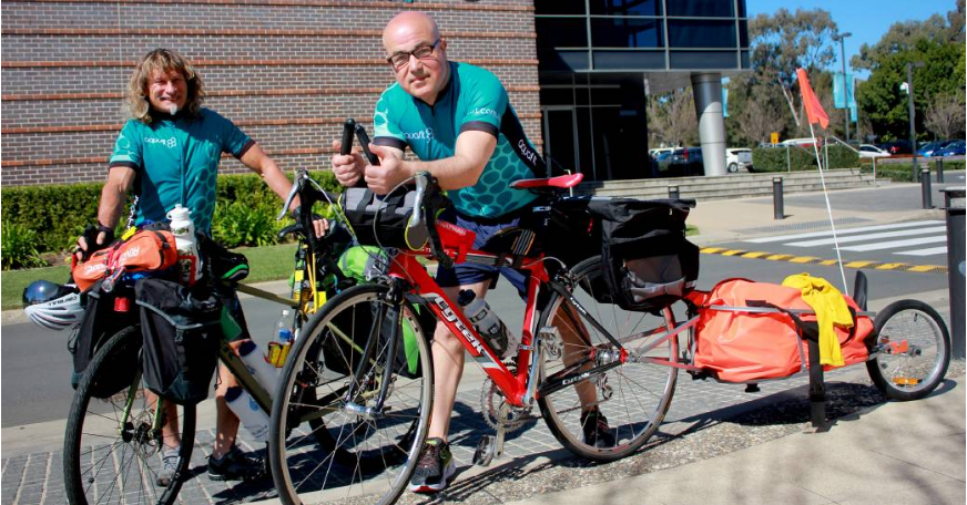 Rashid and Erich prepare for their 4000km cycle across Australia
