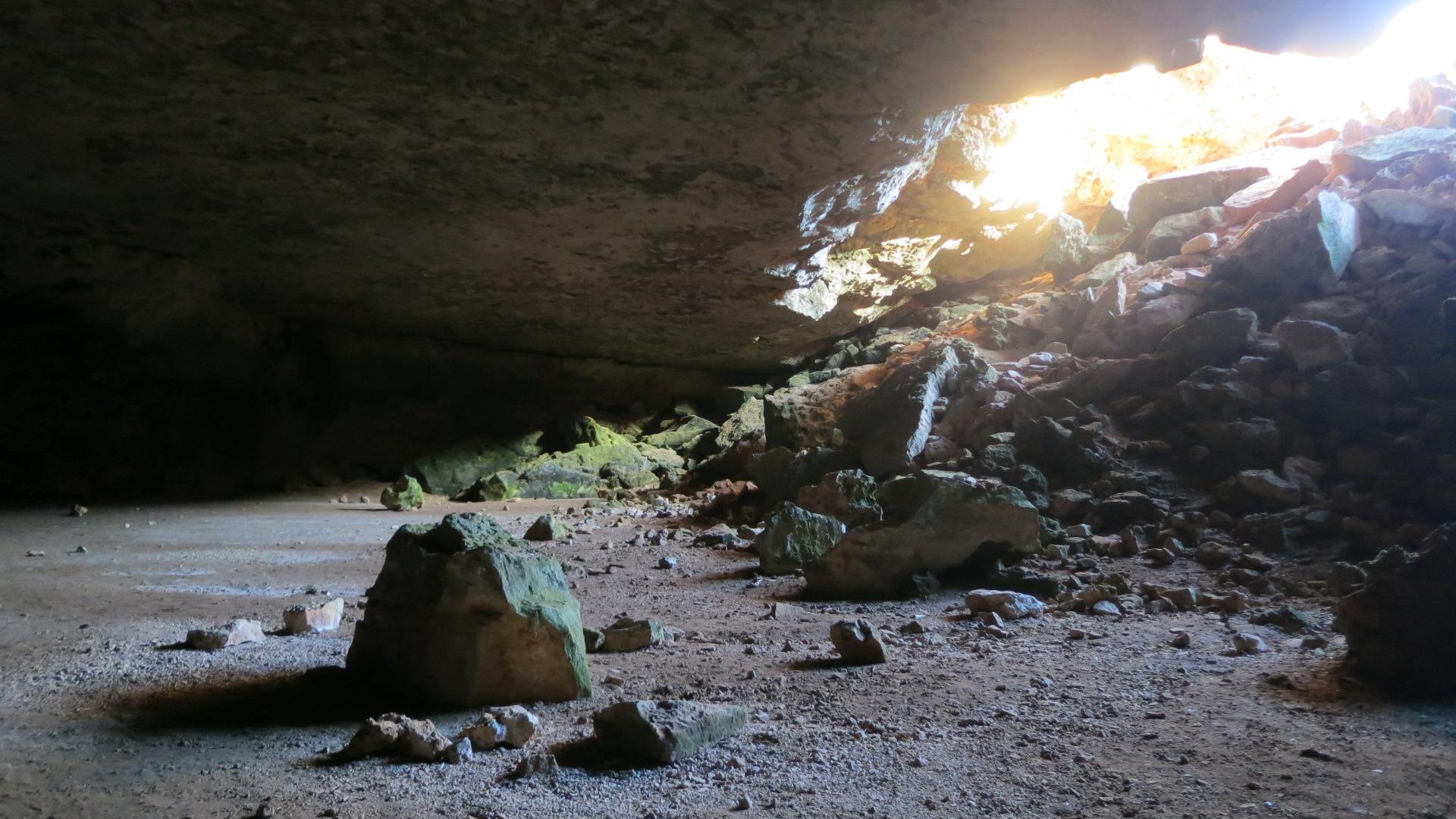 Murrawijinie Caves inside