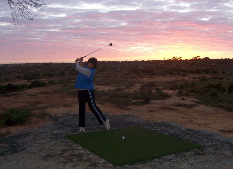 The World's Longest Golf Course: Nullarbor Links
