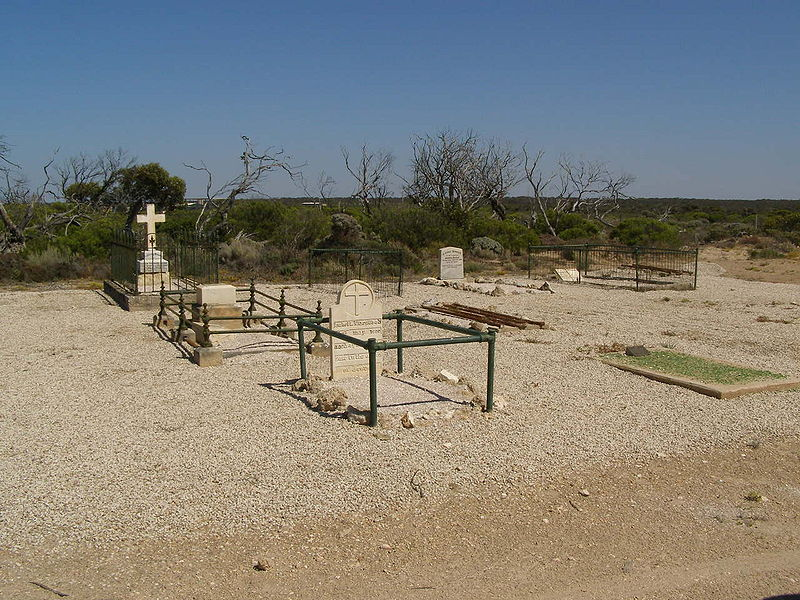 800px-Fowlers-Bay-cemetery