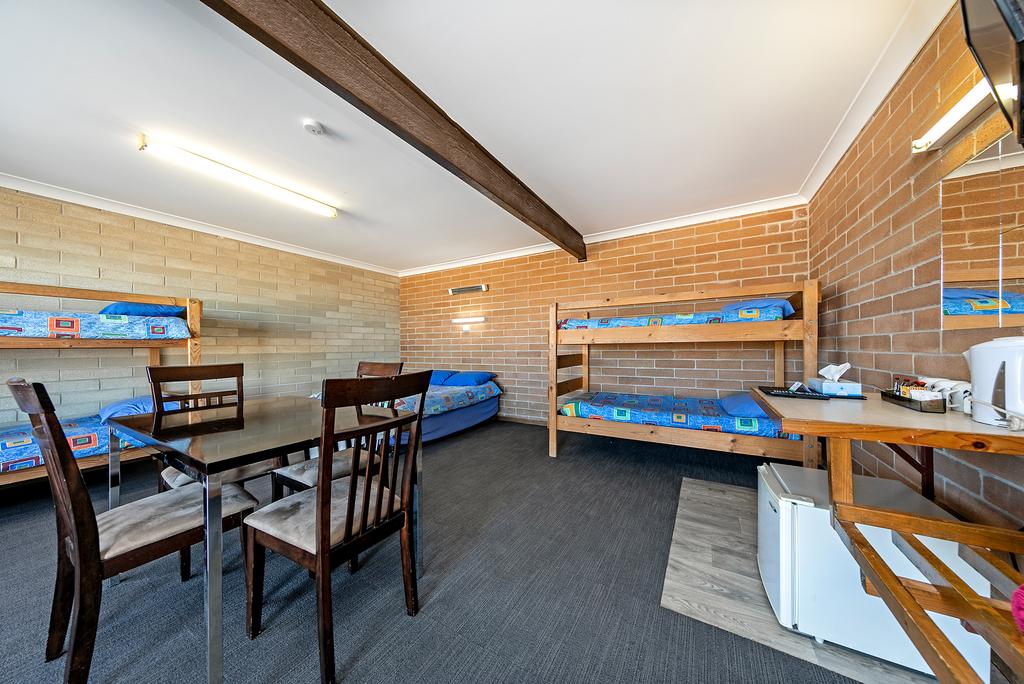 LH Motel Room - Budget 3